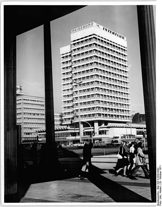 Alexanderplatz – 1971 – Haus des Reisens