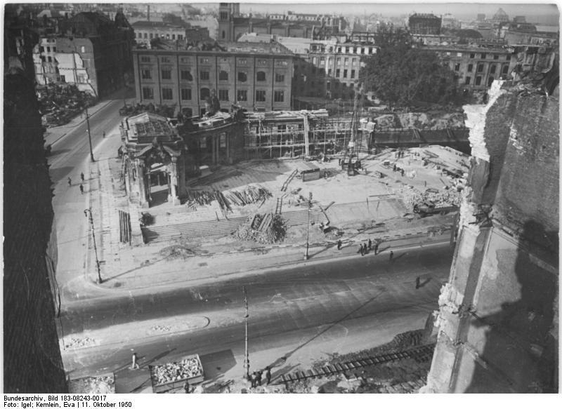 Bauakademie – 1950 – Blick aus der Schloßruine