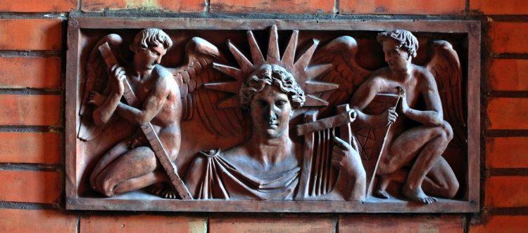 Terrakottaplatte der Bauakademie im Sophiengymnasium
