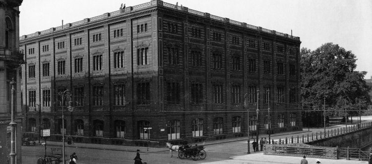 Schleusenbrücke und Bauakademie 1915