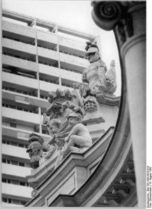 Die Mitteltrophäe auf der Spittelkolonnade 1982