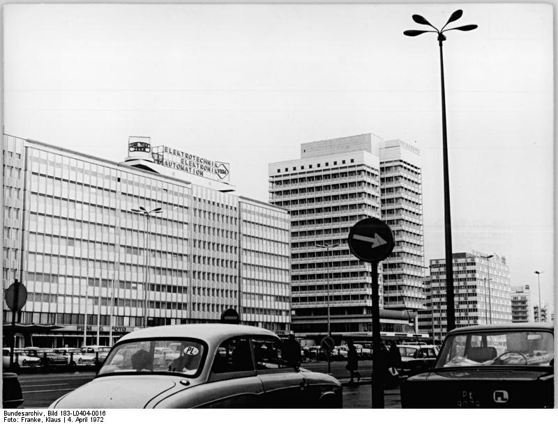 Alexanderplatz – 1972 – Haus der Elektroindustrie & Haus des Reisens