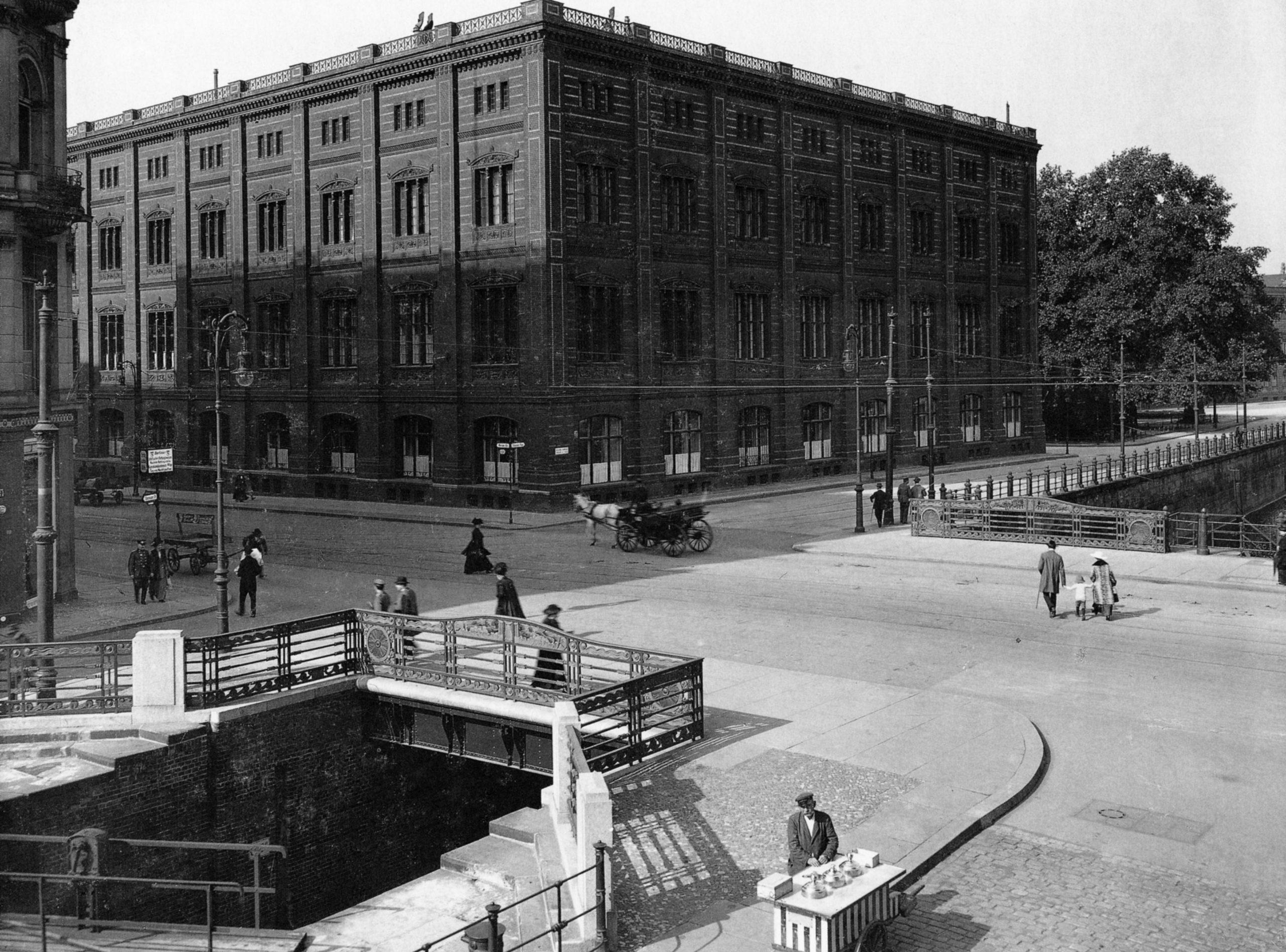 Bauakademie – 1915 – Mit Schleusenbrücke