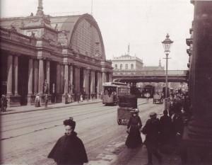 11. Der Bahnhof Alexanderplatz und die Königskolonnaden im Jahr 1904