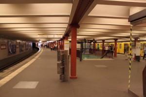 Der U-Bahnhof-Alexanderplatz - Der Bahnsteig der U2