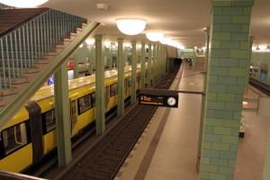 Der U-Bahnhof-Alexanderplatz - Der Bahnsteig der U5