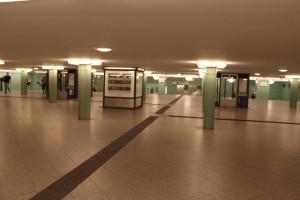 Der U-Bahnhof Alexanderplatz  - Über der U8